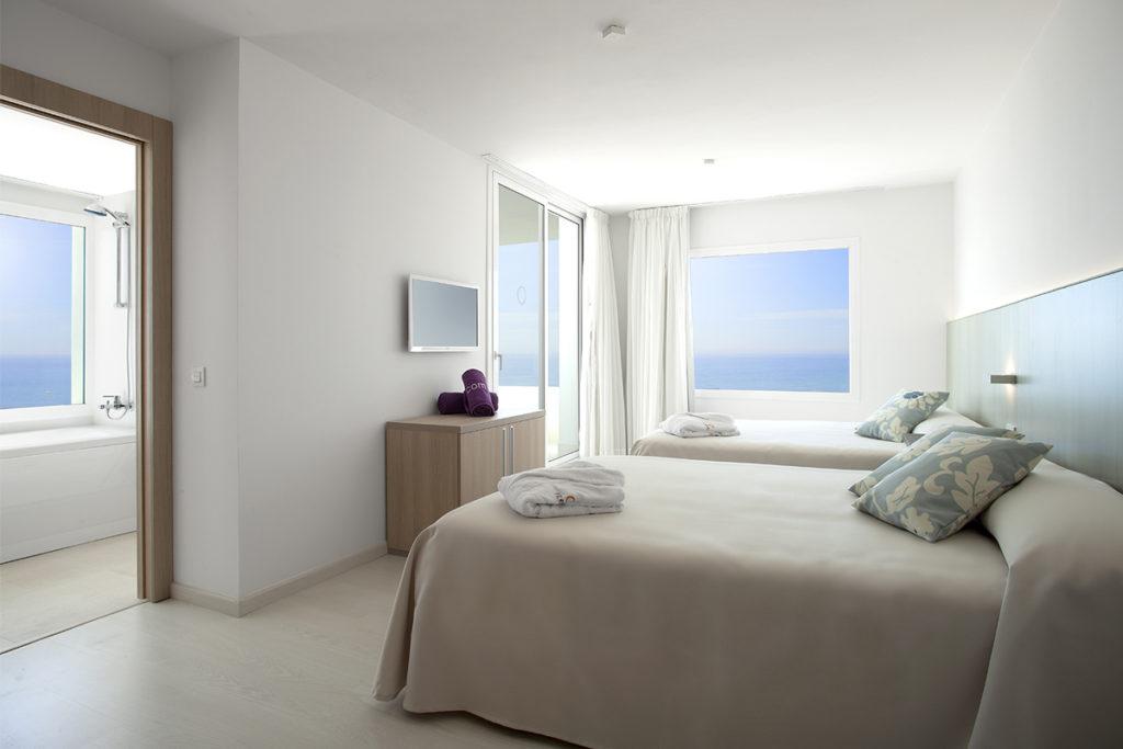 aguirre-hotel_mar_mediterrania-02_suite_01_baja